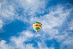 hot air balloon 865819_1920